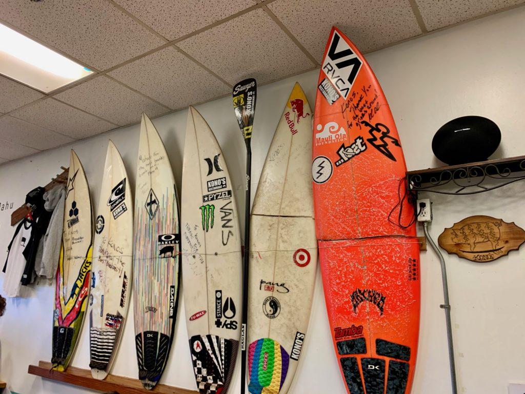 コノズ店内に飾られていたサーフボード