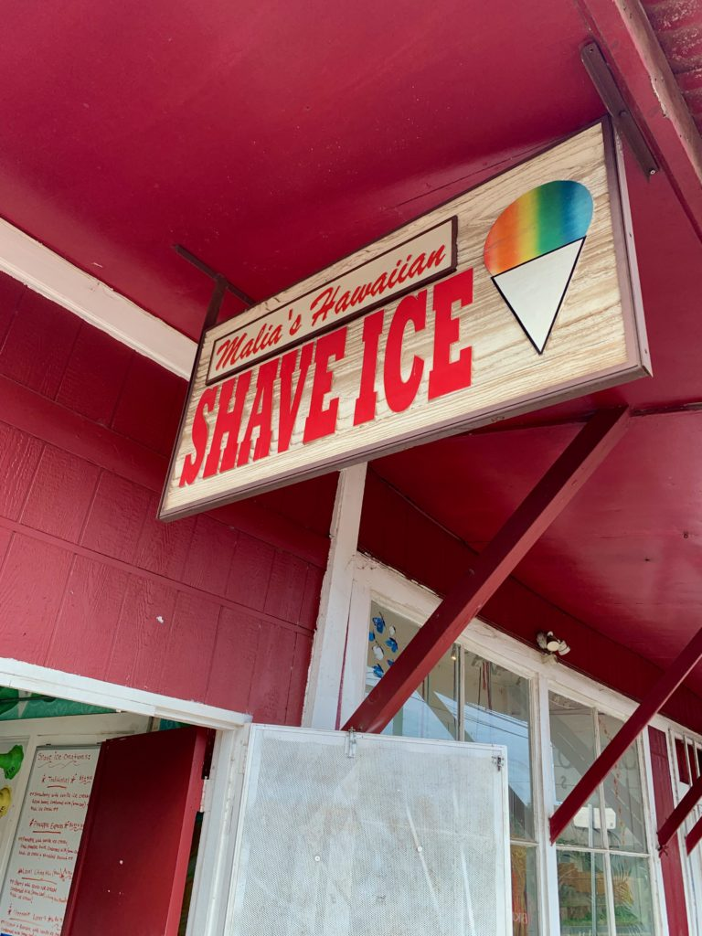 Malia's Hawaiian Shave Iceと書かれた看板