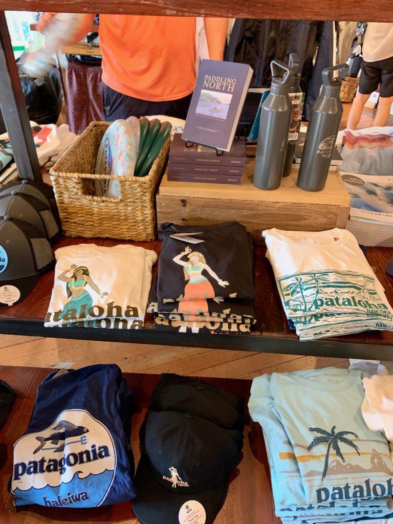 パタロハのTシャツが展示されている