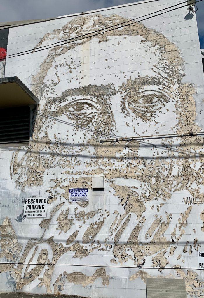 大きな顔のカカアコのウォールアート