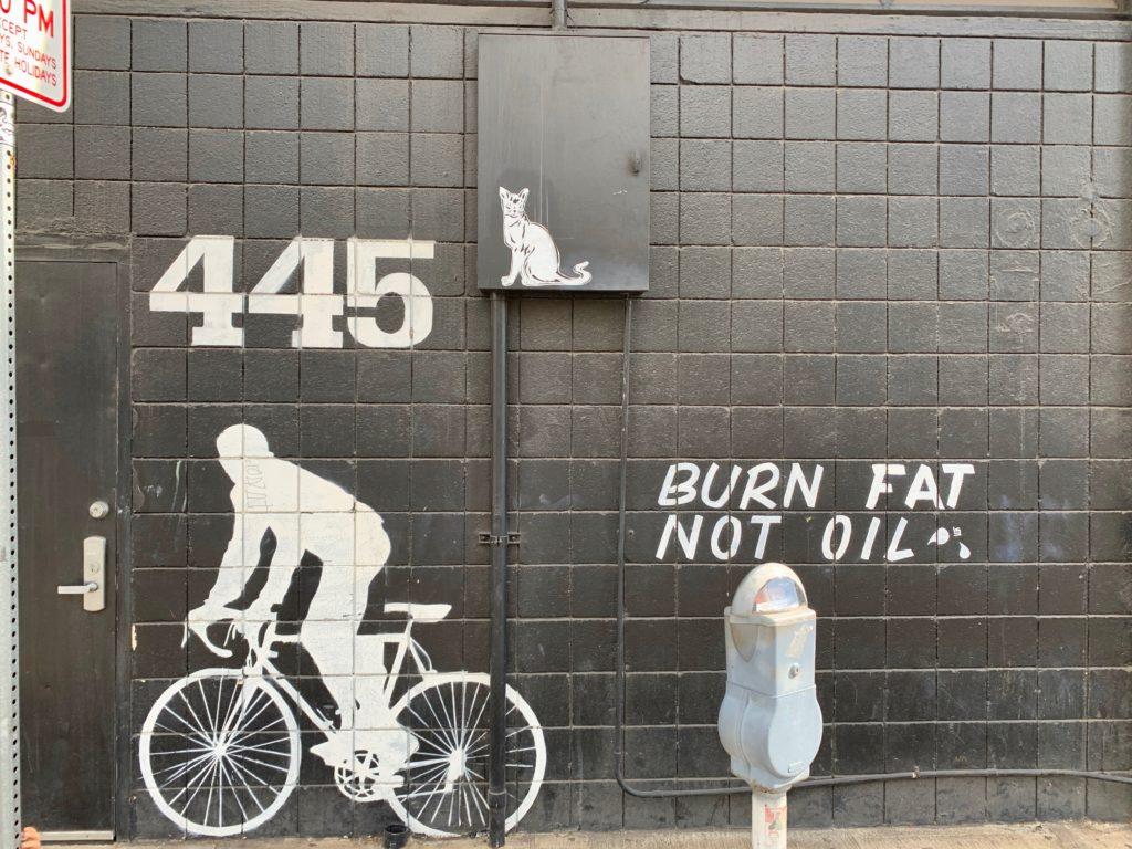 白黒のメッセージ付きウォールアート