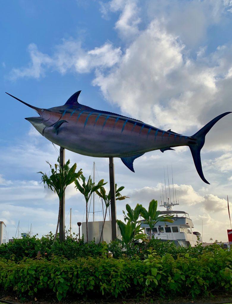 巨大な魚のオブジェ