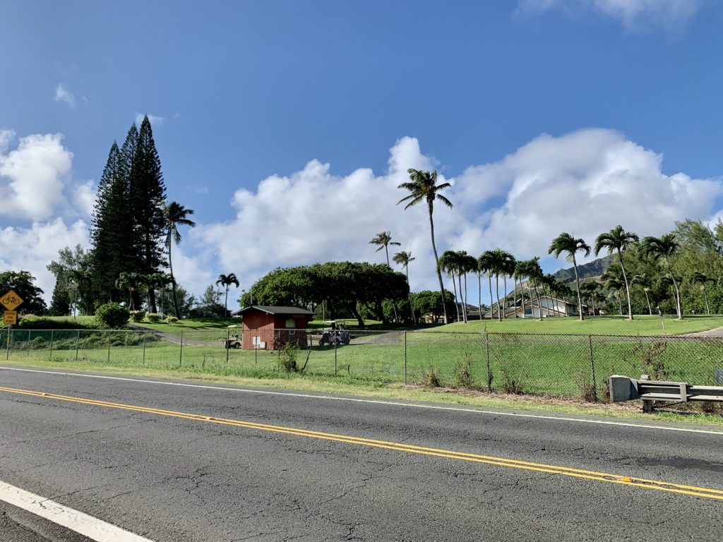 バス停から見えるゴルフ場
