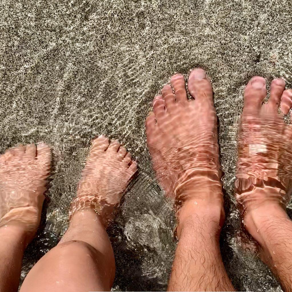 アランデイビスビーチの水に足をいれた。透き通っている。