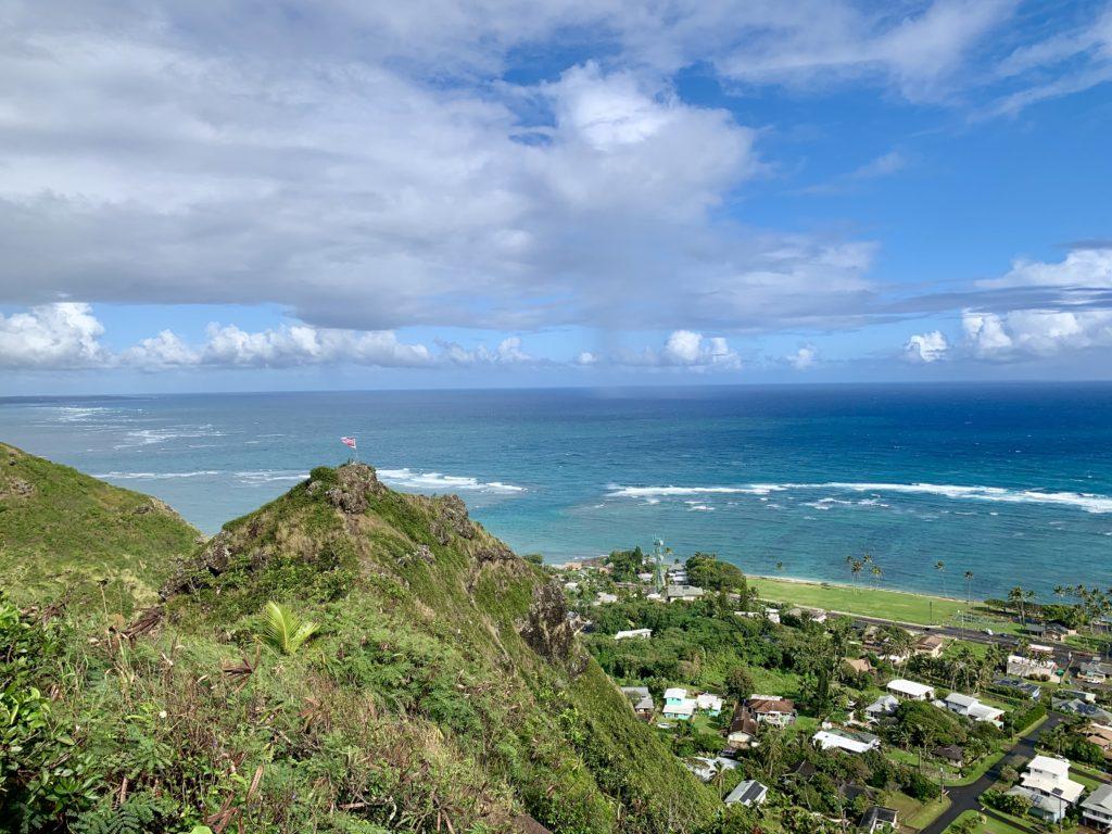 山から海を見た写真