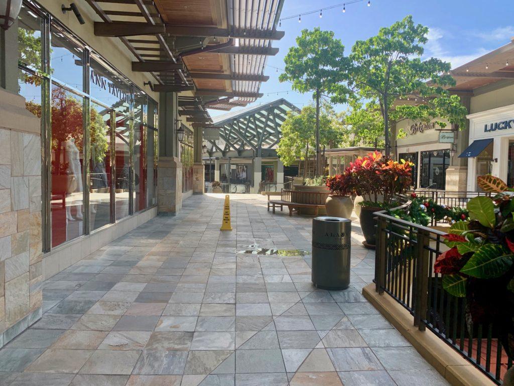 アラモアナセンター 3階の通路 誰もいない