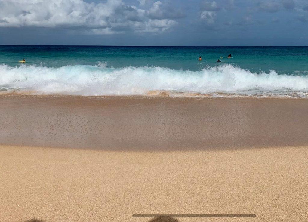 エフカイビーチ 砂浜に押し寄せる波が大きい