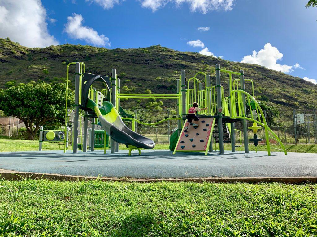 公園で遊ぶ娘