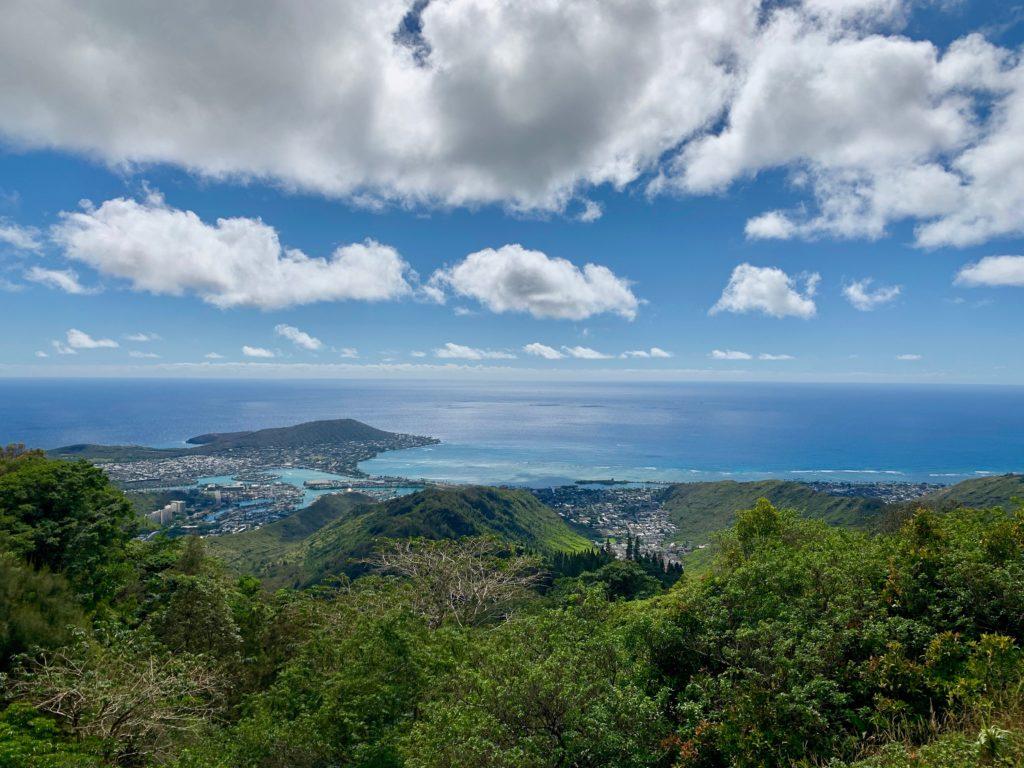 頂上からの景色 ハワイカイの入江が見える