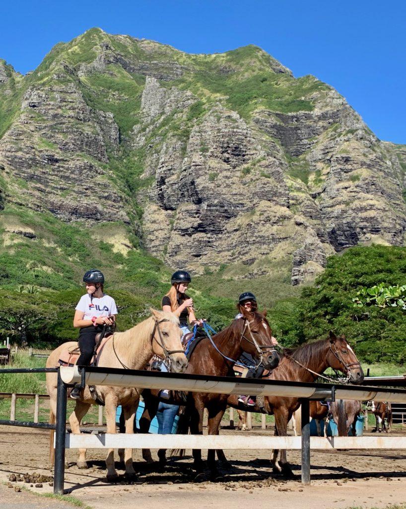馬に乗る人たち