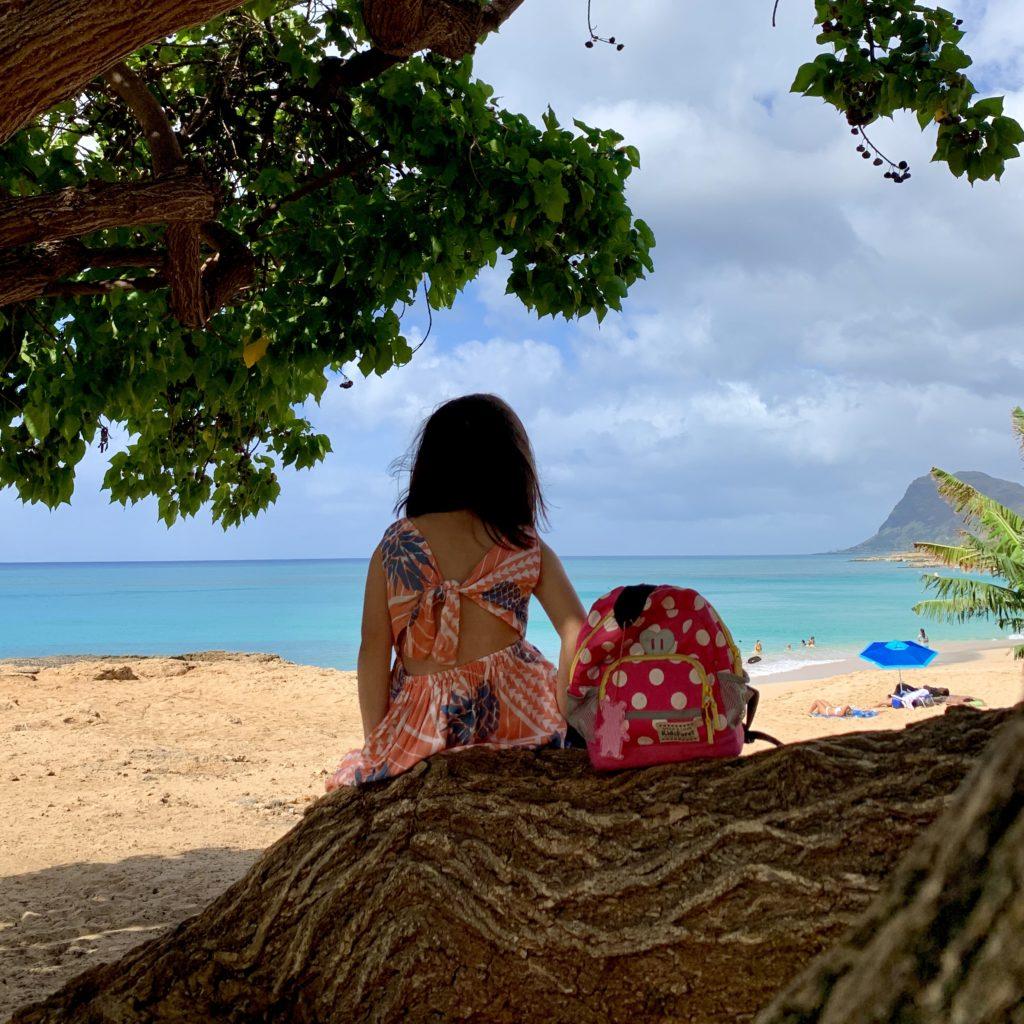 ナナクリビーチで木登り
