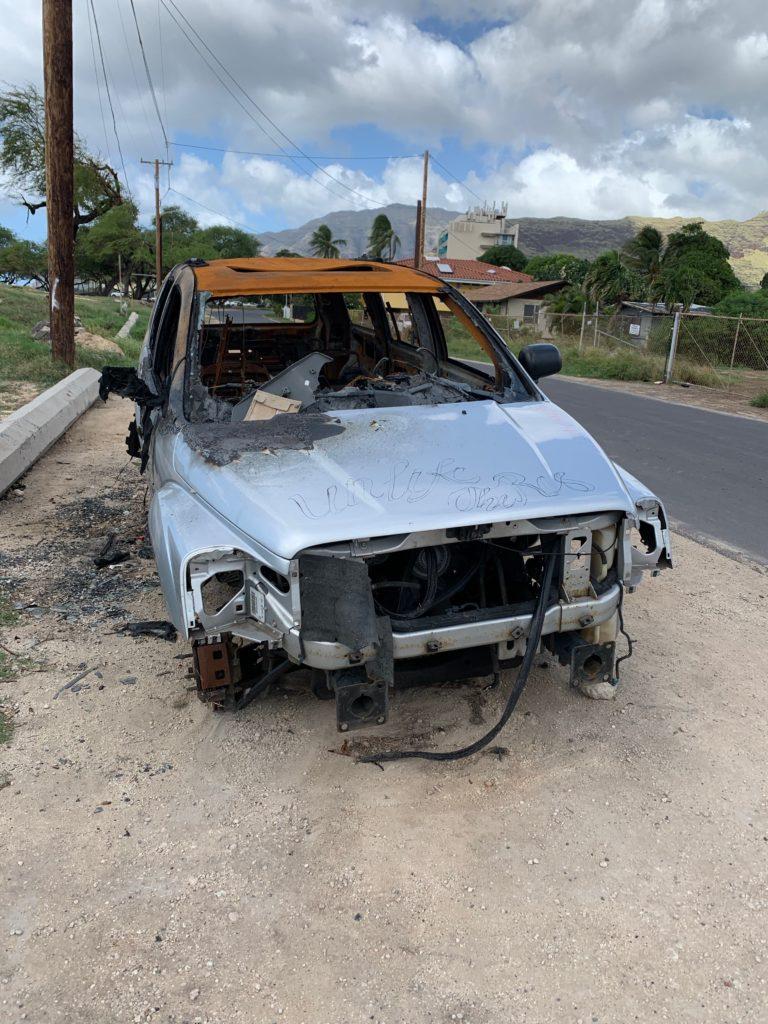 ワイアナエにあった燃えた車