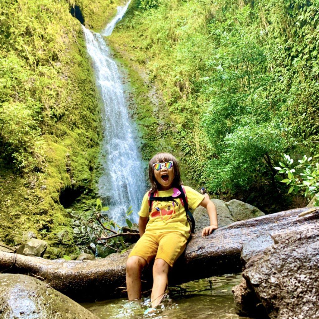 ルルマフ滝と娘の記念写真