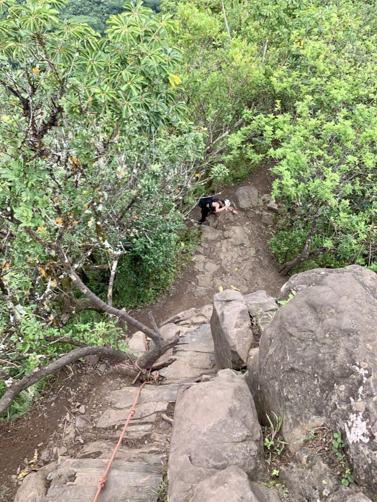 岩の上から下を見ると、かなり高い