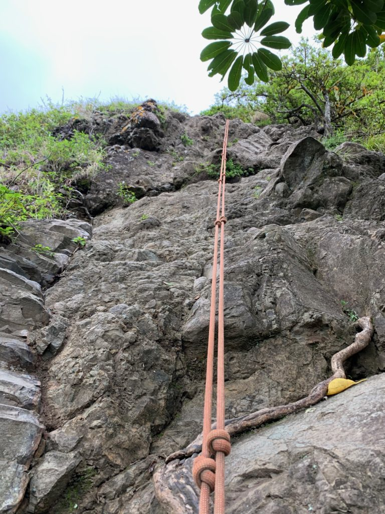 第2ピークへ戻る岩壁