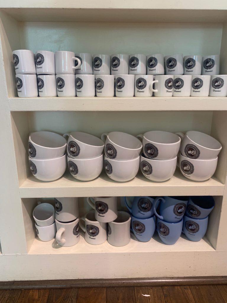 お土産に人気のコーヒーカップ